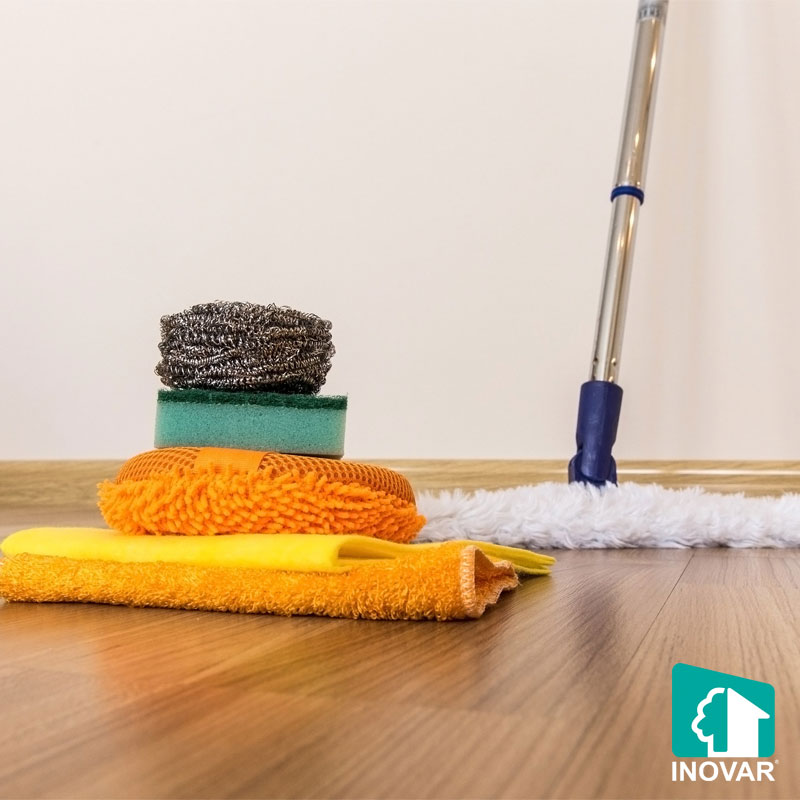 Chuẩn bị vệ sinh sàn gỗ