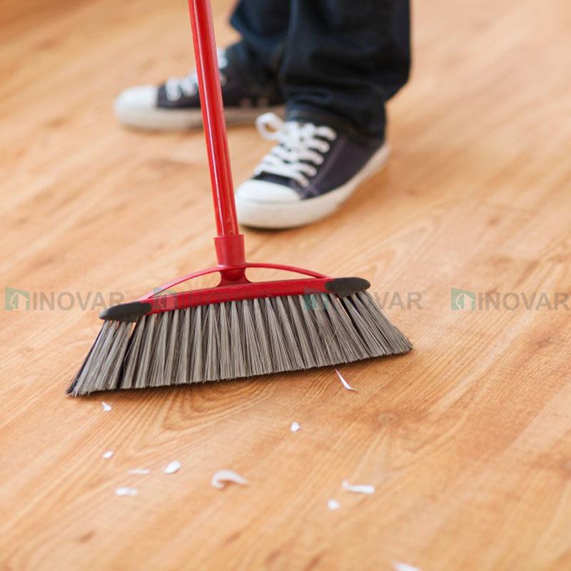Vệ sinh sàn gỗ laminate
